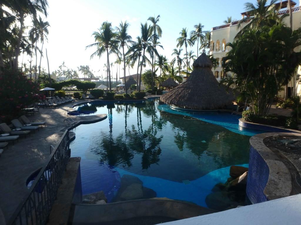Rough Life - Grand Bay Resort, Barra de Navidad