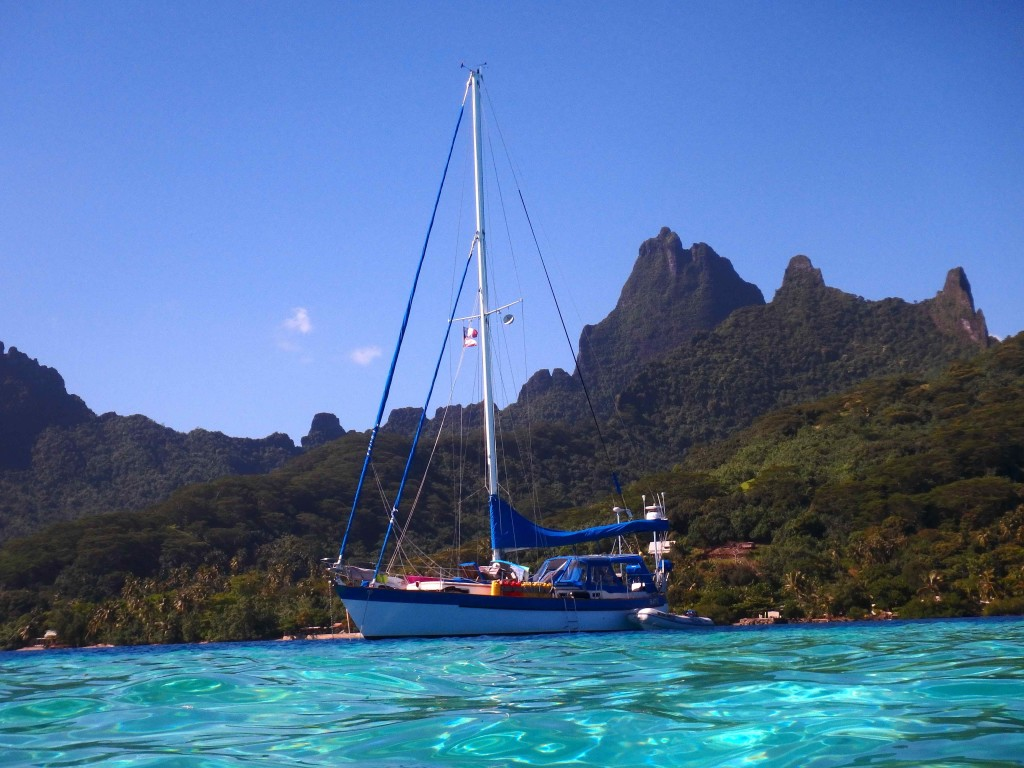 Batu in Paradise - At anchor in Opunohu Bay, Moorea