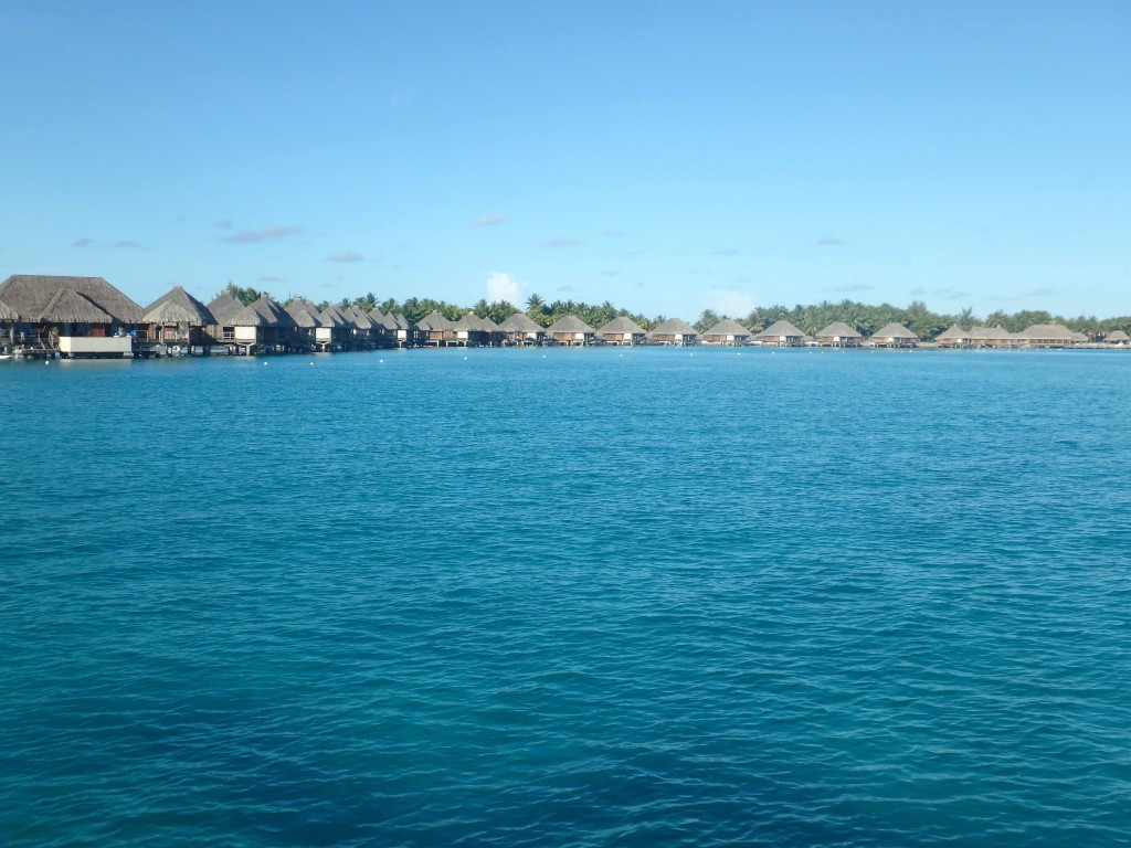 Shoreside Lodging - The lagoon is dotted with tourist accommodations