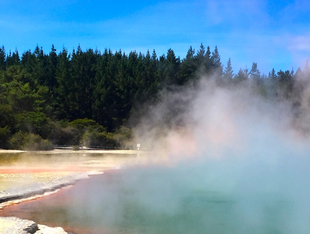 Champagne Pool - Geothermal activity near Rotorua